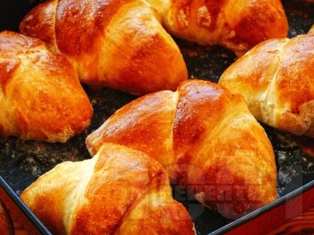 Лесни кифлички от готово тесто с кайсии и канела - снимка на рецептата